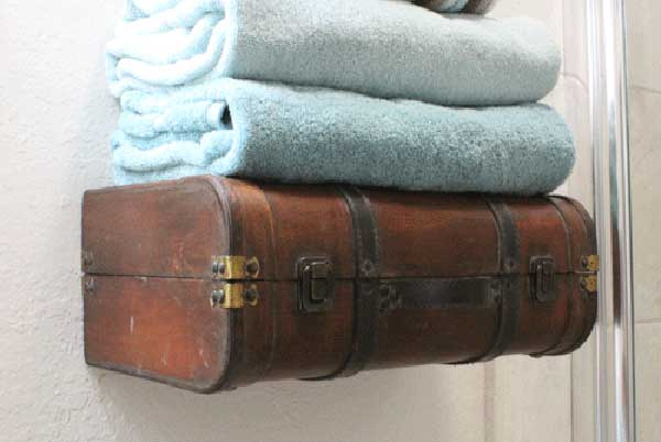 old-suitcases-decor-hdi-10