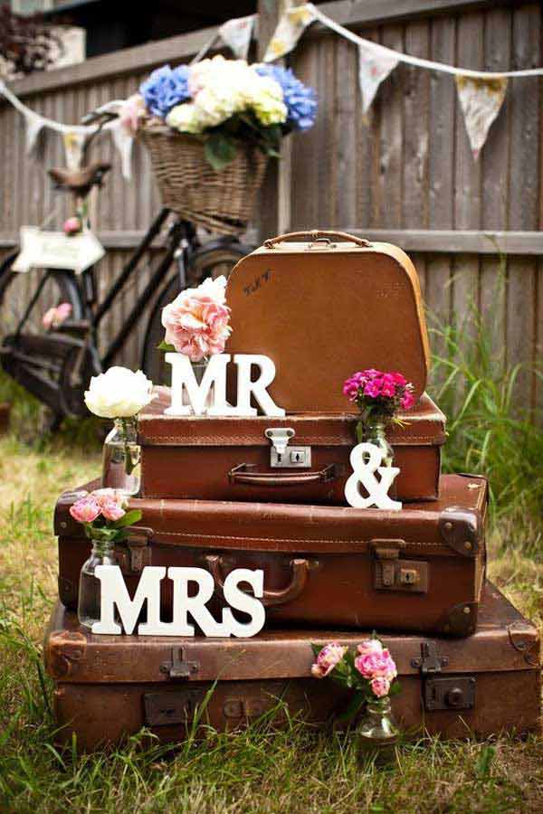 old-suitcases-decor-hdi-30