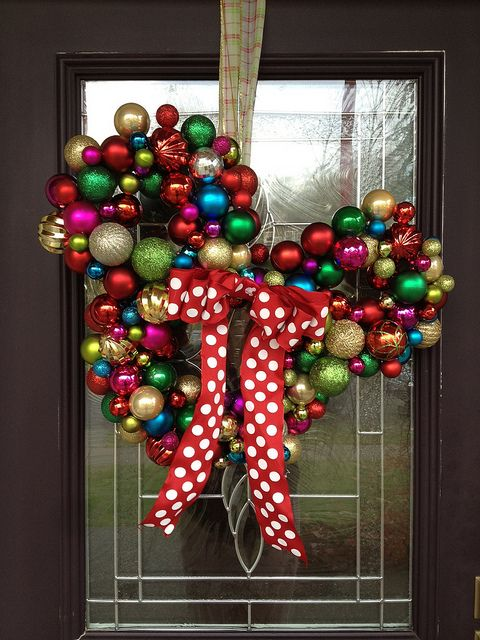 15_Mickey-Mouse-Bauble-Wreath