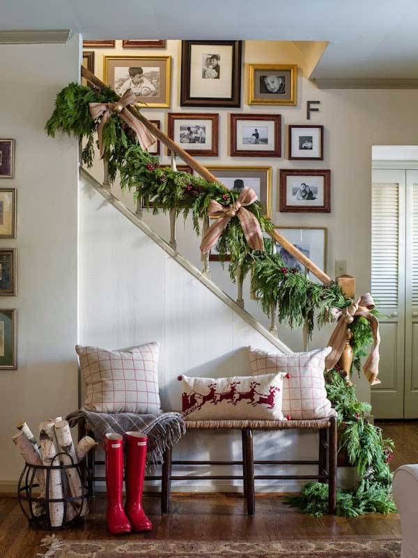 Christmas-Staircase-08