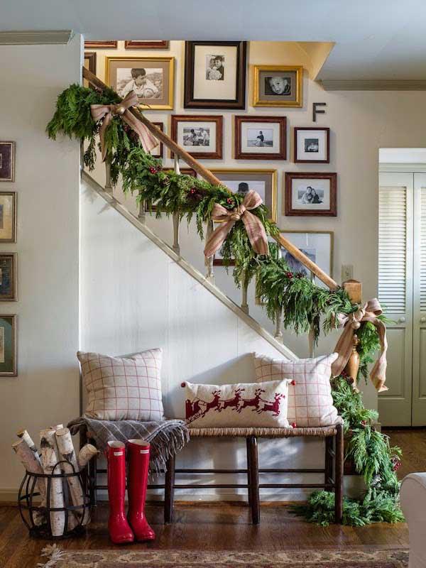 Christmas-Staircase-08