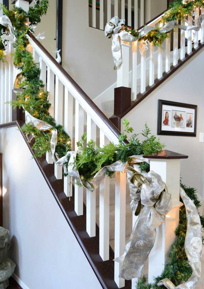 Christmas-Staircase-26