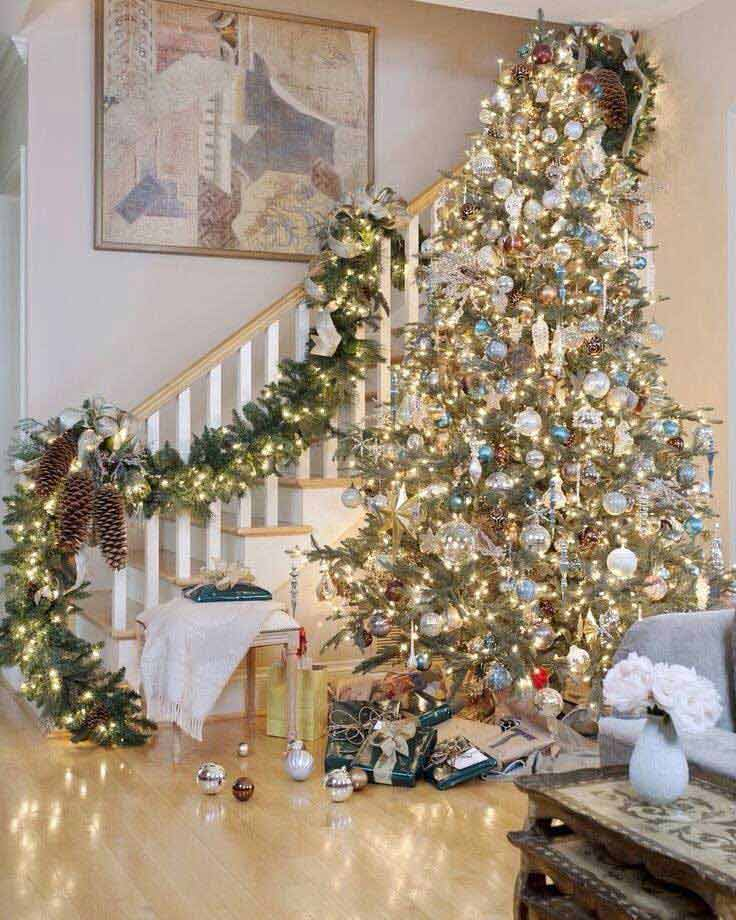 Christmas-Staircase-31