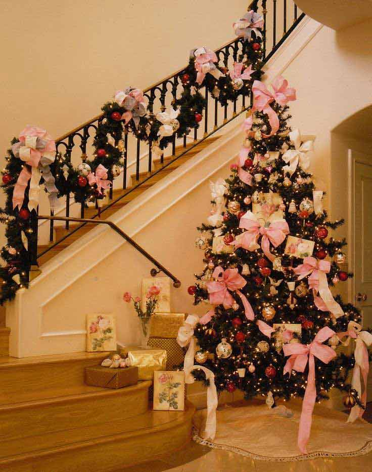 Christmas-Staircase-34