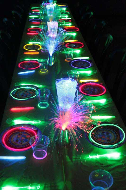 Glow-Sticks-Ideas-for-Kids-Parties-HDI-14
