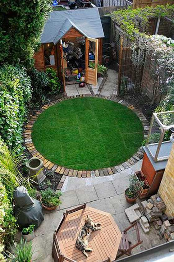 tiny-courtyard-12