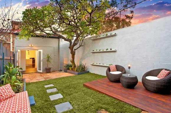 tiny-courtyard-23