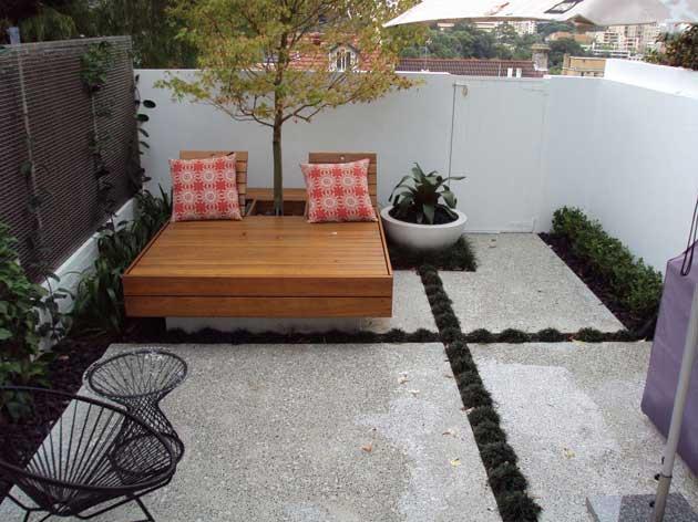 tiny-courtyard-4