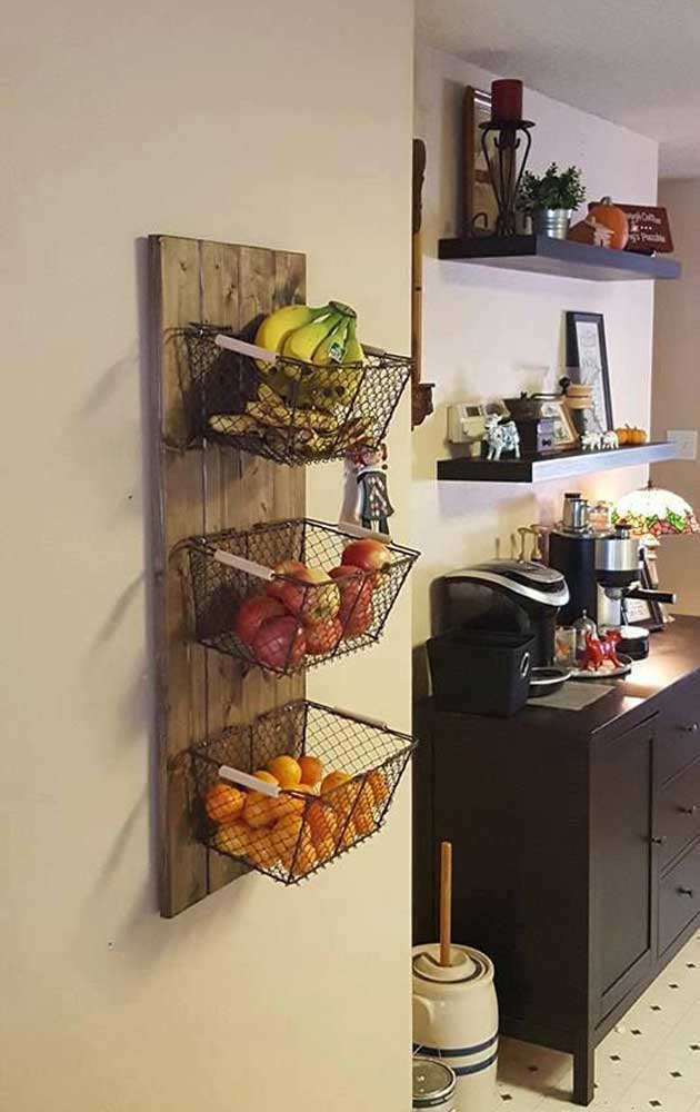 Ordinaire Use Reclaimed Wood And Baskets To Create The Wall Storage Of Fresh Produce.