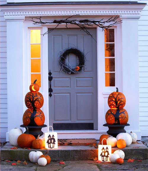 Beau Decorate Your Front Door With A Scary Grapevine Wreath, Pumpkin Pillars And  A Pair Of Jack Ou0027 Luminaries.