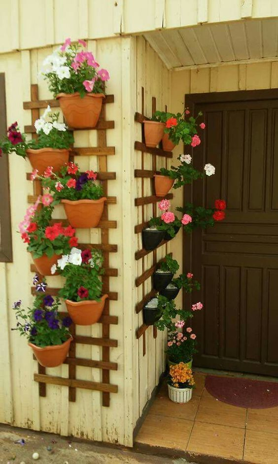 Turn Clay Pots to a Vertical Garden