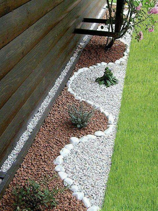 Decorative White Pebbles Lawn Border